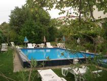 Pokoje dwuosobowe w domku z basenem