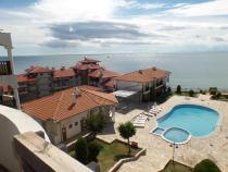 52 euro Apartament przy pierwszej linii od morza z basenem